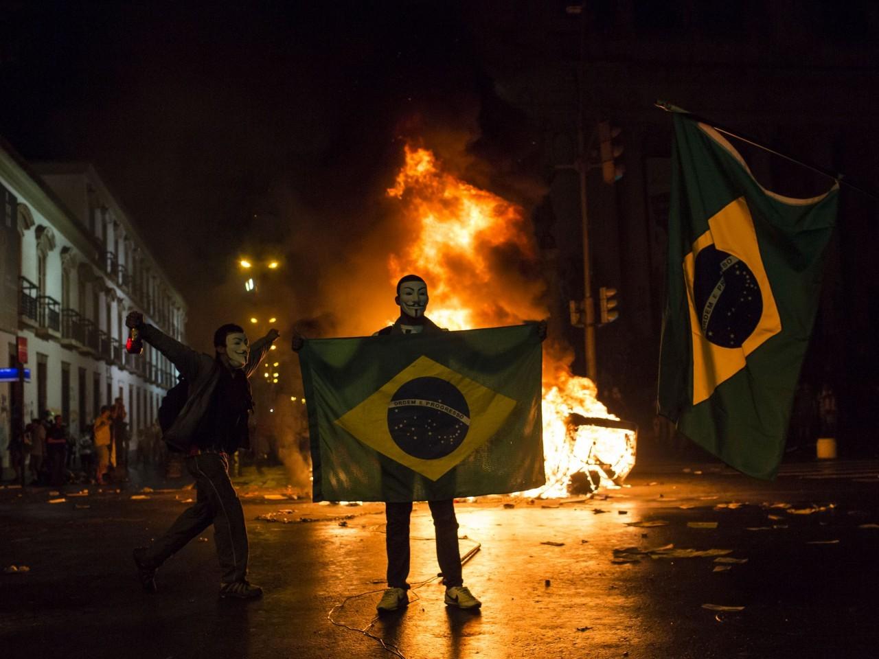 Postranske stvari_brazil_riot